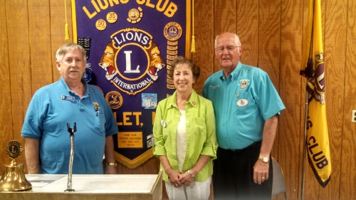 Hamlet Lions president Thomas with Donna and DG Vince Schimmoller